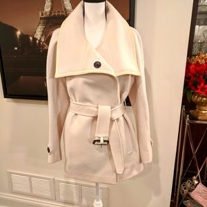 BURBERRY Coat. Off white. Size 8 US.